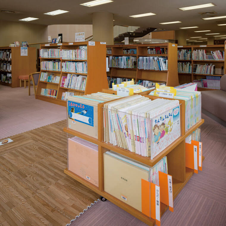 図書館 絵本・児童書コーナー